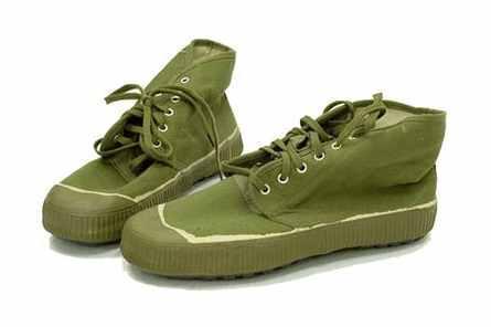 中国军人的解放鞋让美国大