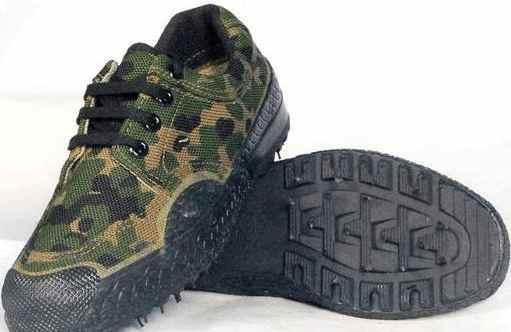 中国的军用鞋经过了长时间