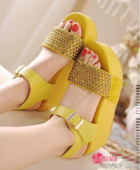 今年夏季优雅平底凉鞋新搭